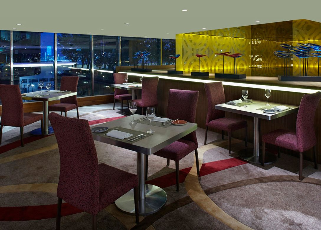 Pierside Bar & Restaurant - The Royal Pacific Hotel & Towers - Credit Card Restaurant Offers