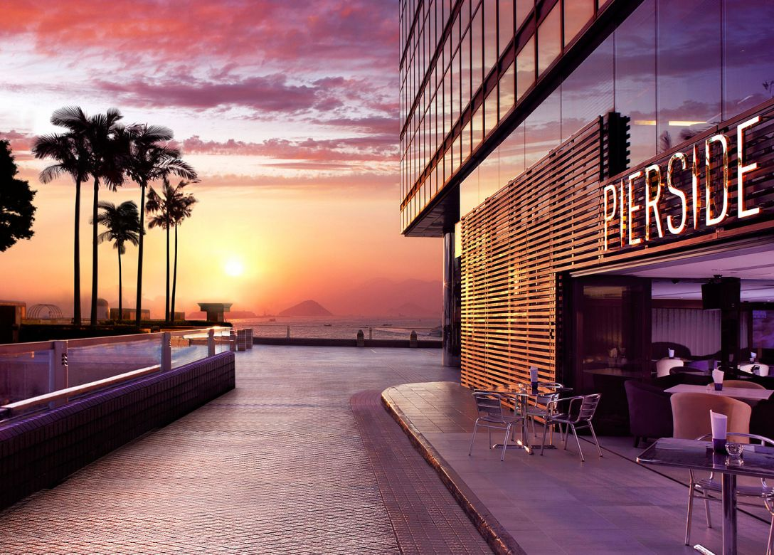 Pierside Bar & Restaurant - Royal Pacific Hotel