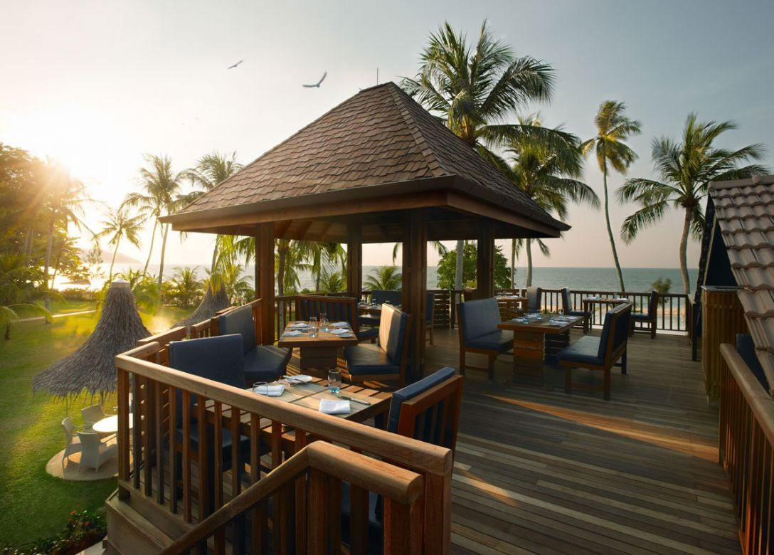 Sigi's Bar & Grill on the Beach - The Golden Sands Resort by Shangri-La - Credit Card Restaurant Offers